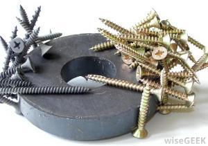 screws-stuck-to-ring-magnet